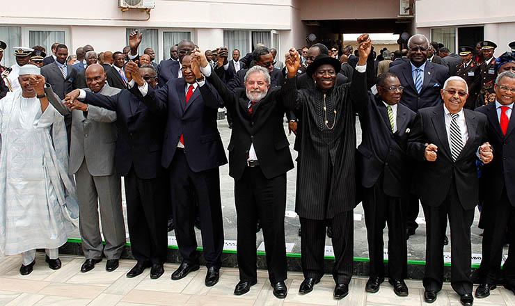 <strong> Líderes posam para foto</strong> na Cúpula Brasil-Comunidade Econômica dos Estados da África Ocidental, em 2007