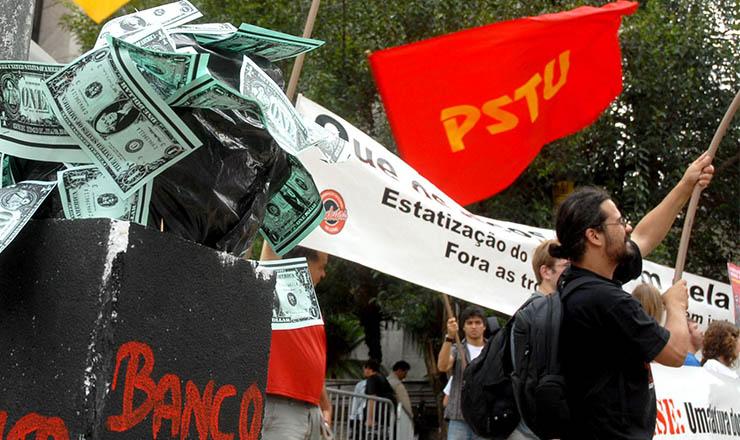 <strong> Encontro ministerial do G-20 acontece em São Paulo, 2008: </strong> protesto nas ruas