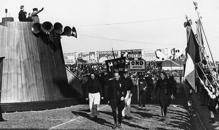 <strong> Manifesta&ccedil;&atilde;o fascista </strong> no est&aacute;dio Palestra It&aacute;lia, em S&atilde;o Paulo, no final dos anos 1930  &nbsp;  &nbsp;