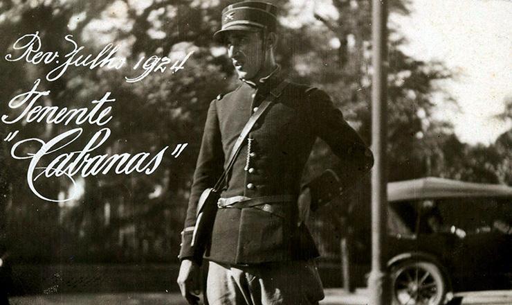 <strong> O tenente Jo&atilde;o Cabanas,</strong> &agrave; &eacute;poca da Revolu&ccedil;&atilde;o de 1924  &nbsp;  &nbsp;  &nbsp;  &nbsp;
