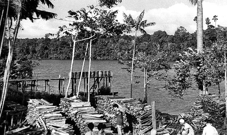 <strong> Porto de lenha </strong> no baixo Tocantins para navegação fluvial a vapor