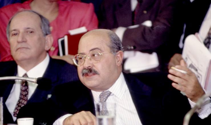 <strong> Paulo C&eacute;sar Farias</strong> em depoimento &agrave; CPI do Congresso; ao fundo, o senador Maur&iacute;cio Corr&ecirc;a, vice-presidente da comiss&atilde;o&nbsp;