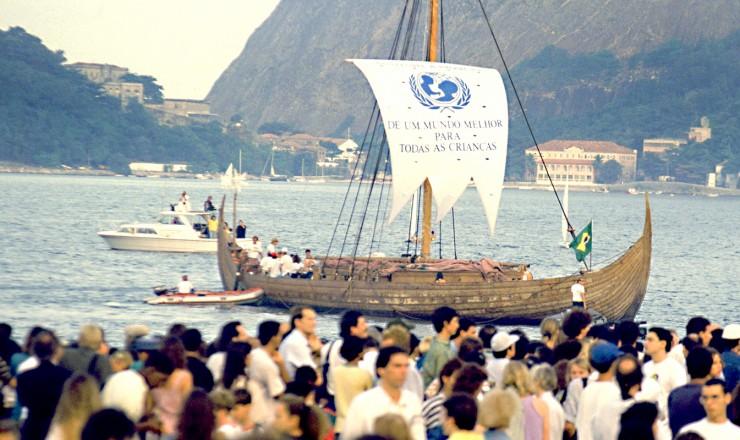 <strong> Chegada do navio Gaia, na praia do Flamengo, </strong> na abertura da Eco-92; embarca&ccedil;&atilde;o saiu da Escandin&aacute;via com 10 mil mensagens escritas por crian&ccedil;as do mundo todo por um futuro melhor