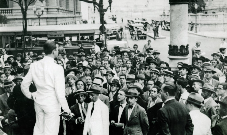 <strong> &nbsp;Com&iacute;cio da Alian&ccedil;a Nacional Libertadora</strong> na Cinel&ecirc;ndia, Rio de Janeiro, 1935&nbsp;