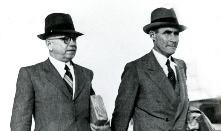 <strong> General Horta Barbosa</strong> , 1&ordm; presidente do Conselho Nacional do Petr&oacute;leo, e Landulfo Alves, interventor federal na Bahia, em 1939&nbsp;