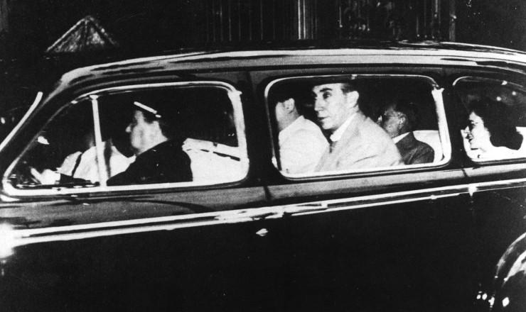 <strong> Deposto:&nbsp;Get&uacute;lio Vargas deixa</strong> o pal&aacute;cio do Catete, em 29 de outubro de 1945&nbsp;