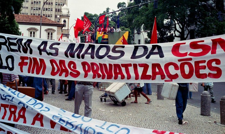 <strong> Protesto organizado pela CUT </strong> do lado de fora da Bolsa de Valores do Rio contra a privatiza&ccedil;&atilde;o da CSN  &nbsp;