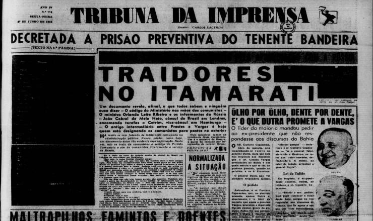<strong> Com a manchete &quot;Traidores no Itamaraty&quot;,&nbsp;o jornal &quot;Tribuna de Imprensa&quot;&nbsp;acusa&nbsp;</strong> o diplomata e poeta Jo&atilde;o Cabral de Melo Neto de comunismo