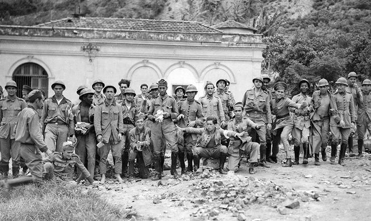 <strong> Rebeldes da ANL&nbsp;no quartel do 3&ordm; Regimento de Infantaria&nbsp;</strong> (Rio de Janeiro), em 27 de&nbsp;novembro de 1935&nbsp;