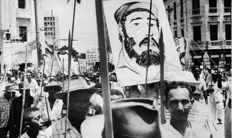 <strong> Manifesta&ccedil;&atilde;o das Ligas Camponesas </strong> em Recife, 1960