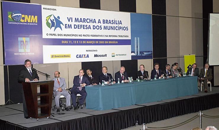 <strong> O presidente Lula fala</strong> aos participantes da 6&ordf; Marcha a Bras&iacute;lia em Defesa dos Munic&iacute;pios, no Hotel Blue Tree Park  &nbsp;