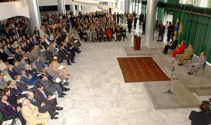 <strong> Ministros, autoridades e convidados&nbsp;assistem </strong> &agrave; solenidade de instala&ccedil;&atilde;o do Conselho de Desenvolvimento Econ&ocirc;mico e Social, no Pal&aacute;cio do Planalto