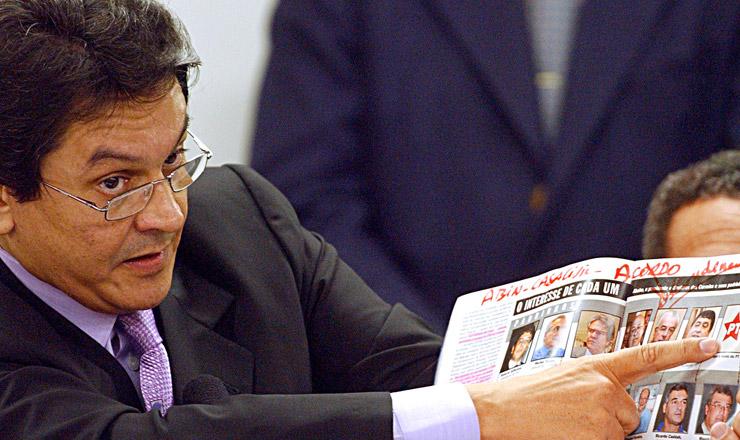 <strong> O deputado Roberto Jefferson (PTB-RJ)presta depoimento</strong> na Comissão de Ética da Câmara dos Deputados