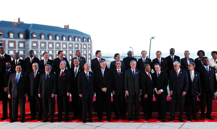 <strong> Chefes de Estado na C&uacute;pula das Am&eacute;ricas</strong> de 2005 em Mar del Plata, Argentina