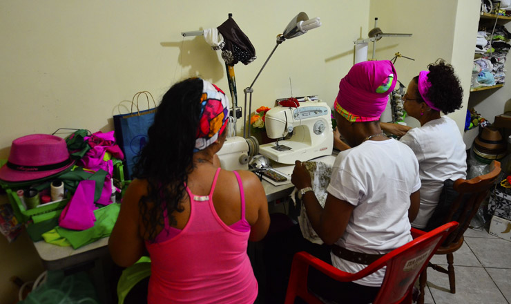 <strong> Projeto N&ecirc;ga Rosa</strong> oferece oficinas de costura e culin&aacute;ria no Rio de Janeiro
