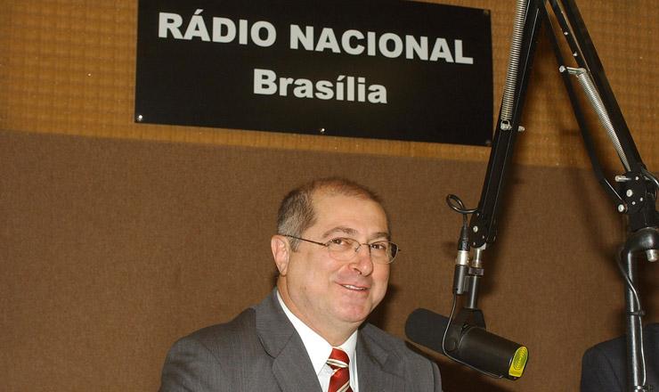 <strong> Ministro do Planejamento, Paulo Bernardo, celebra </strong> em entrevistao saldo recorde da balança comercial
