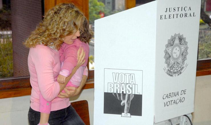 <strong> Eleitora com crian&ccedil;a escolhe seus candidatos em S&atilde;o Paulo: </strong> DEM reeleito no maior munic&iacute;pio do pa&iacute;s  &nbsp;