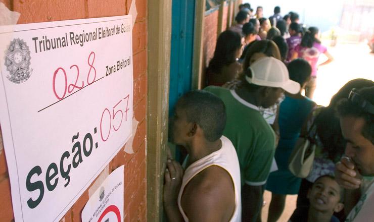 <strong> Fila de eleitores em&nbsp;&Aacute;guas Lindas de Goi&aacute;s:&nbsp;</strong> com a seguran&ccedil;a refor&ccedil;ada, o munic&iacute;pio tem vota&ccedil;&atilde;o tranquila