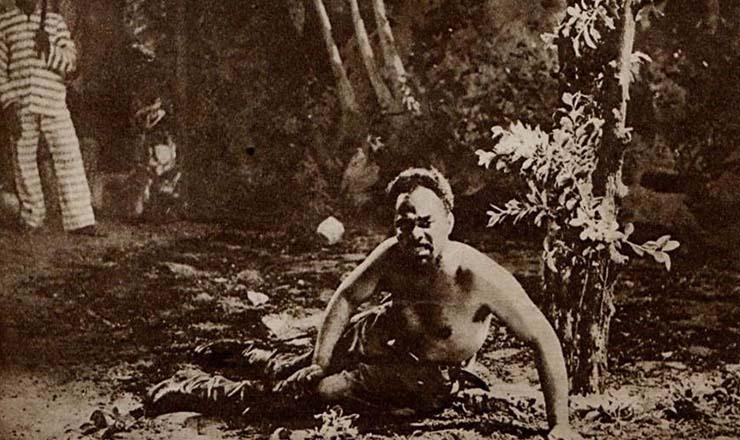 <strong> Abdias Nascimento, o organizador do Teatro Experimental do Negro,</strong> &nbsp;no papel de Brutus Jones, personagem da pe&ccedil;a de Eugene O&rsquo;Neill &ldquo;Imperador Jones&rdquo;, dirigida e protagonizada por Abdias no Teatro S&atilde;o Paulo, em 1953