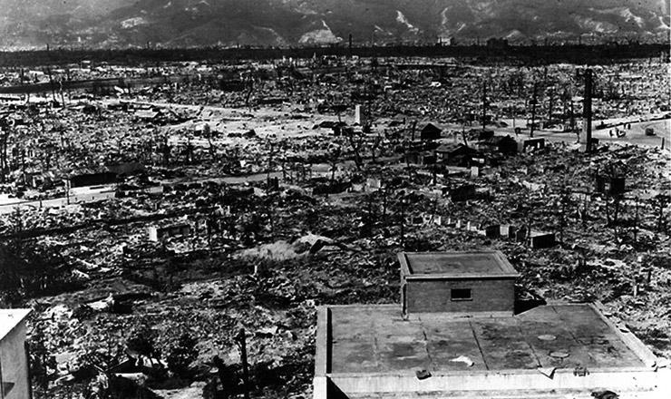 <strong> Metal retorcido e escombros. </strong> &Eacute; o que restou da cidade mais industrializada do Jap&atilde;o, Hiroshima, alguns dias depois que a bomba at&ocirc;mica foi lan&ccedil;ada