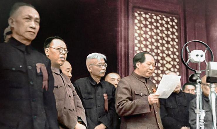 <strong> Mao Tse-tung anuncia </strong> a cria&ccedil;&atilde;o da Rep&uacute;blica Popular da China