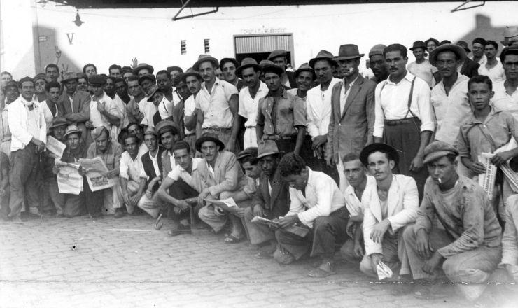 <strong> Trabalhadores</strong> do ABC paulista durante a greve dos 100 mil
