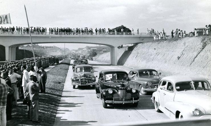 <strong> Inaugura&ccedil;&atilde;o</strong> da rodovia Presidente Dutra, que liga&nbsp;o Rio de Janeiro a S&atilde;o Paulo