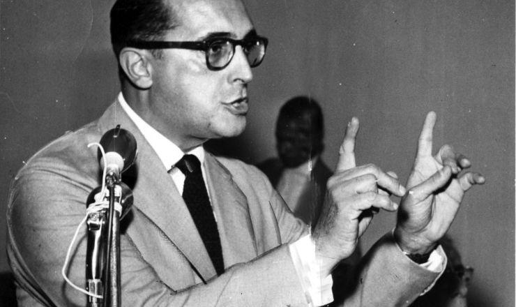 <strong> Deputado da UDN, Carlos Lacerda</strong> esteve &agrave; frente da campanha contra o jornal &quot;Ultima Hora&quot;