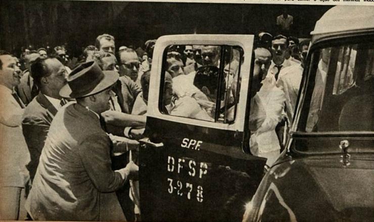<strong> Manifestante da &quot;greve do um ter&ccedil;o&quot; &eacute; detido </strong> pela pol&iacute;cia, em foto publicada na revista &quot;O Cruzeiro&quot;, edi&ccedil;&atilde;o de 29 de setembro de 1962