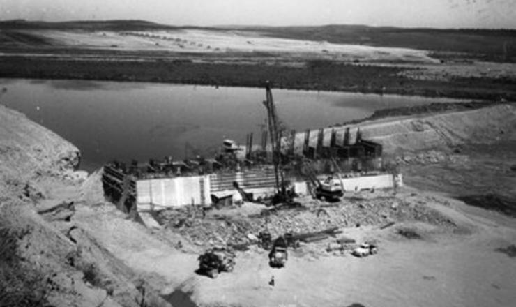 <strong> Obras</strong> da Usina Hidrel&eacute;trica de Tr&ecirc;s Marias&nbsp;em julho de 1959
