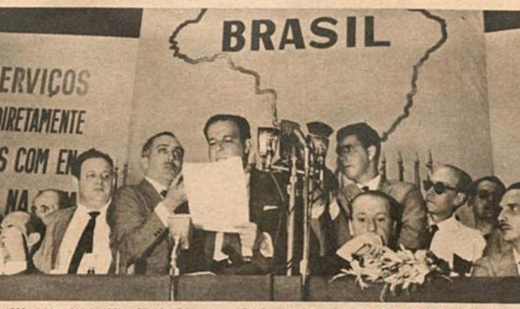 <strong> Jo&atilde;o Goulart defende, em discurso, a urg&ecirc;ncia </strong> da reforma agr&aacute;ria, no encerramento da 6&ordf; Confer&ecirc;ncia Rural Brasileira, em janeiro de 1962