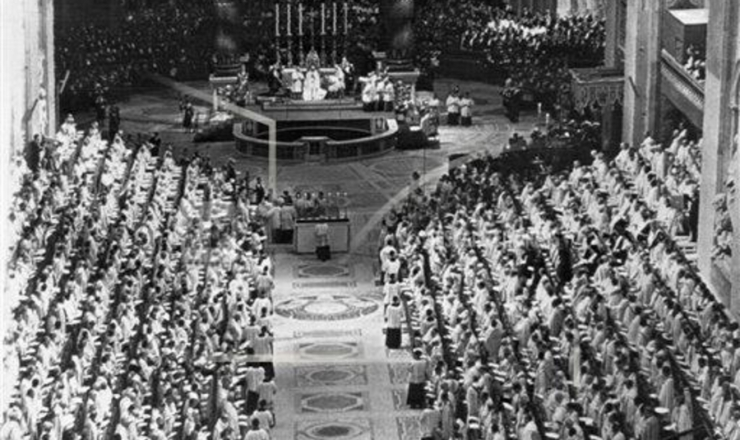 <strong> O papa Jo&atilde;o 23 </strong> preside a abertura do Conc&iacute;lio Vaticano 2&ordm;, na bas&iacute;lica de S&atilde;o Pedro, em 11 de outubro de 1962