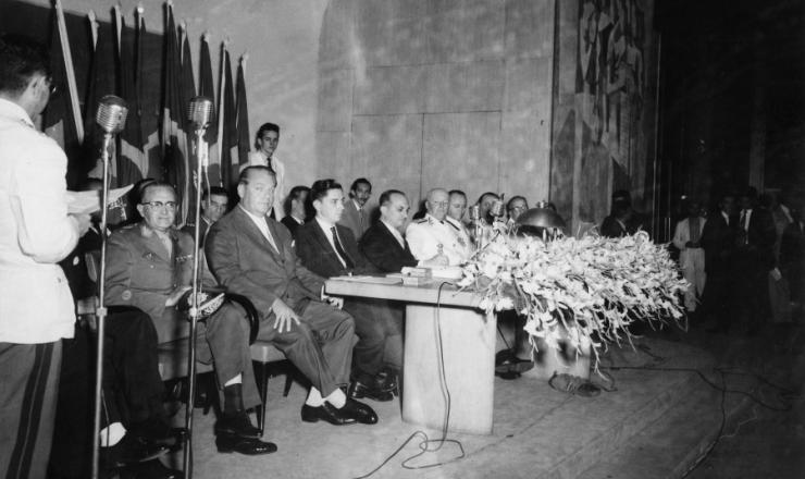 <strong> Colação de grau no Iseb, </strong> em dezembro de 1957