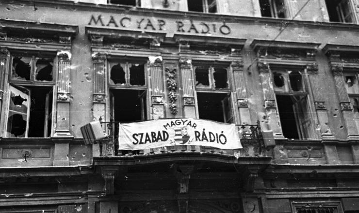 <strong> Sede da Rádio Húngara </strong> após bombardeio pelos soviéticos
