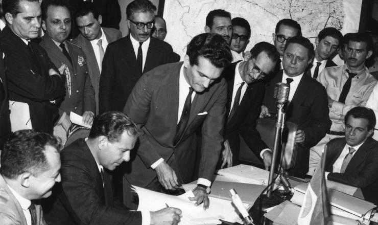 <strong> Miguel Arrais, Jo&atilde;o Goulart, Celso Furtado e Darci Ribeiro</strong> reunidos na Sudene, em julho de 1962