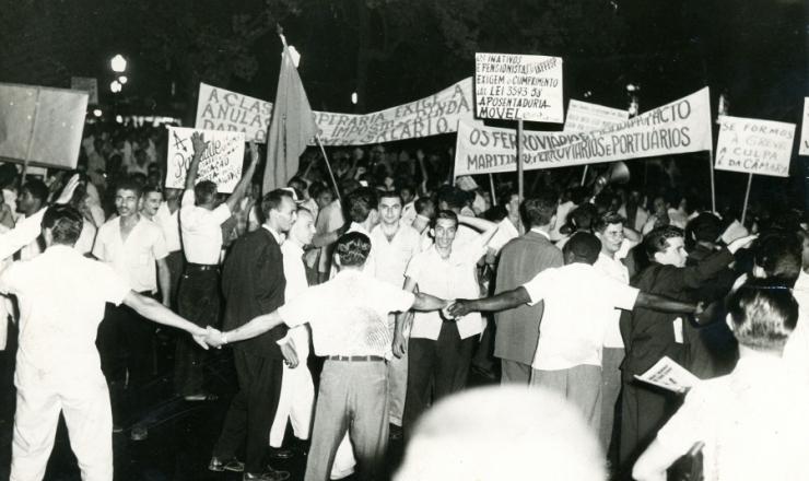 <strong> Manifesta&ccedil;&atilde;o pela paridade </strong> no centro do Rio de Janeiro, novembro de 1960