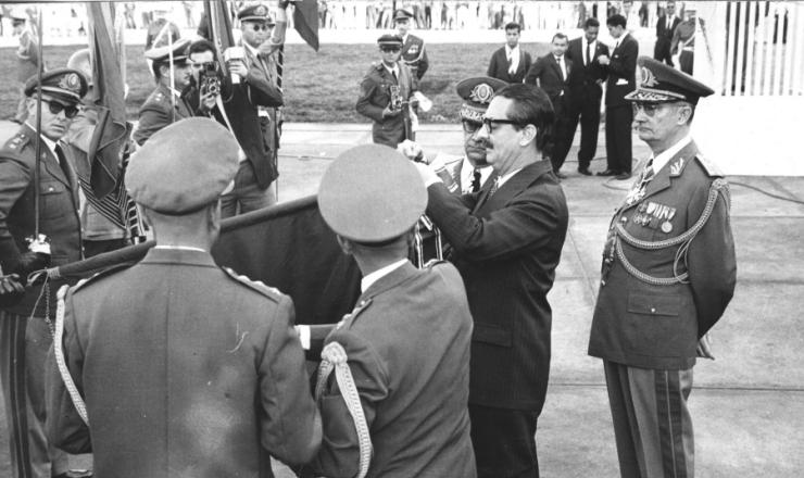 <strong> J&acirc;nio Quadros na cerim&ocirc;nia do Dia do Soldado, seu &uacute;ltimo ato</strong> oficial antes da ren&uacute;ncia