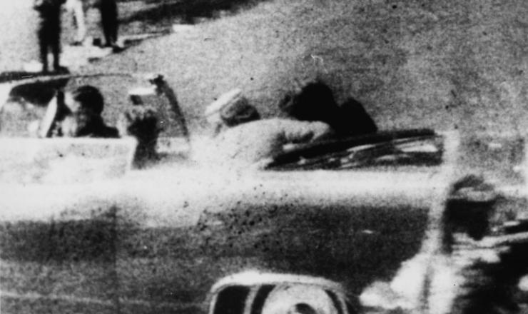 <strong> Fotografia polaroide feita por uma espectadora registra </strong> o momento em que Kennedy &eacute; atingido na cabe&ccedil;a
