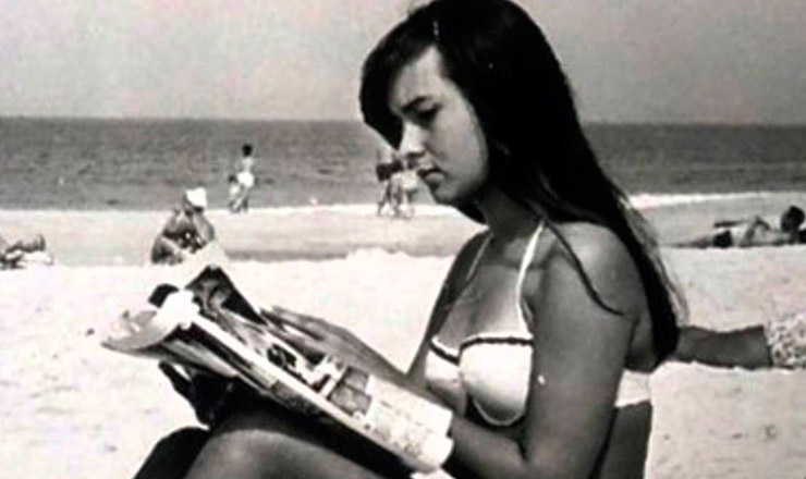 <strong> Hel&ocirc; Pinheiro, </strong> na praia que lhe rendeu o eterno apelido