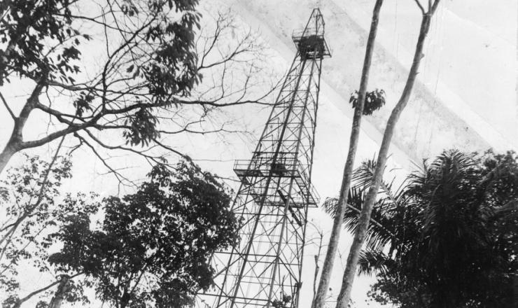 <strong> Torre do po&ccedil;o de petr&oacute;leo </strong> de Nova Olinda do Norte (Amazonas)