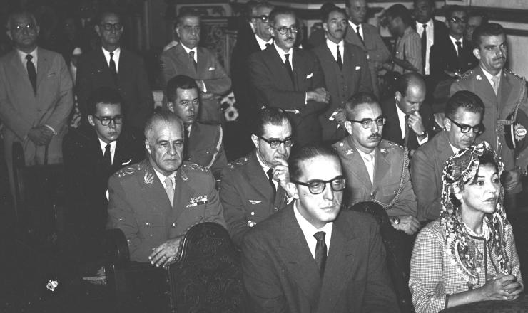 <strong> Carlos Lacerda e sua esposa, Letícia,</strong> durante missa na Catedral Metropolitana do Rio de Janeiro, em 21/4/1960