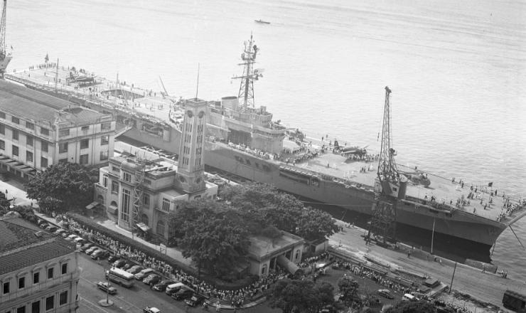 """<strong> O """"Minas Gerais"""" ancorado </strong> do porto da praça Mauá, Rio de Janeiro"""
