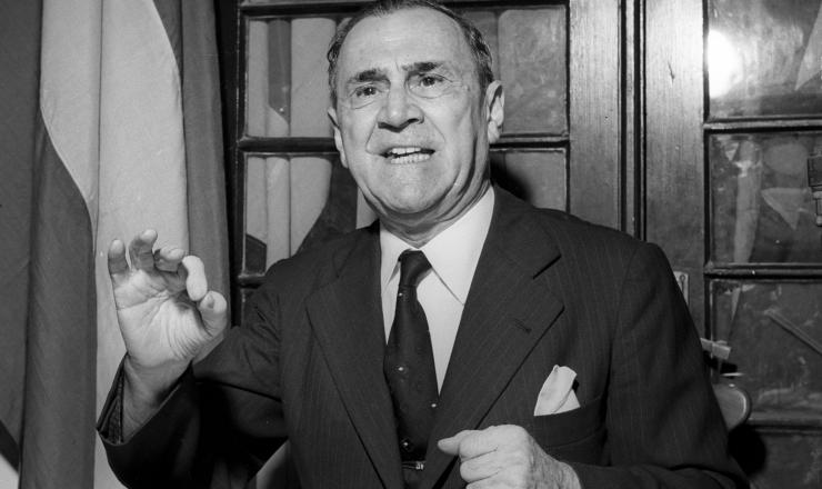 <strong> Jo&atilde;o Neves da Fontoura, ex-ministro das Rela&ccedil;&otilde;es Exteriores</strong> , acusou os presidentes Get&uacute;lio Vargas e Juan Per&oacute;n de tramarem o Pacto do ABC