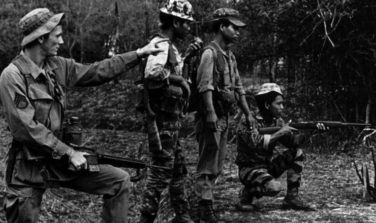 <strong> Militar dos EUA treina </strong> soldados vietnamitas
