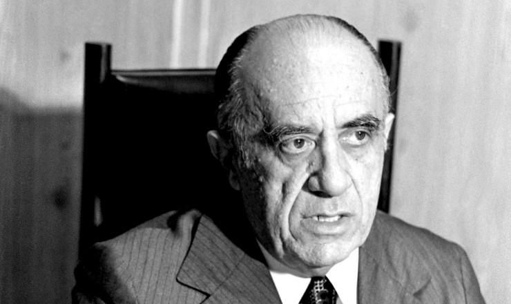 <strong> Armando Falcão, </strong> ministro da Justiça, criador da lei que mudou as regras da campanha eleitoral em rádio e TV