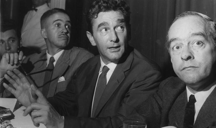 <strong> O </strong> <strong> poeta Vinícius de Morais</strong> (à direita) ao lado do cineasta Marcel Camus