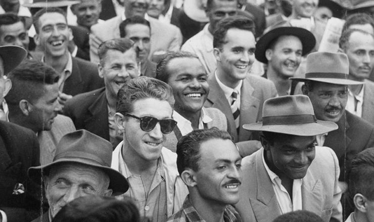 <strong> Trabalhadores re&uacute;nem-se </strong> na pra&ccedil;a Franklin Roosevelt (regi&atilde;o central de S&atilde;o Paulo) para acompanhar o discurso de vit&oacute;ria da Greve dos 400 mil