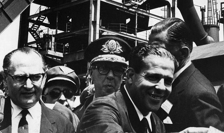 <strong> O presidente Jo&atilde;o Goulart participa </strong> da inaugura&ccedil;&atilde;o de alto-forno da Companhia Sider&uacute;rgica Mannesmann, em Belo Horizonte, abril de 1963