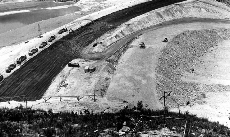 <strong> Vista a&eacute;rea das obras da Usina Hidroel&eacute;trica de Furnas,</strong> no m&eacute;dio rio Grande