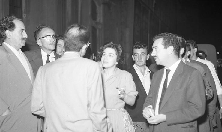 <strong> A deputada Ivete Vargas</strong> (PTB-RJ) procura convencer o delegado Hélio Silva Braga a libertar os líderes sindicais presos durante a greve deflagrada por metalúrgicos e têxteis para lutar pelo 13º salário. São Paulo, dezembro de 1961